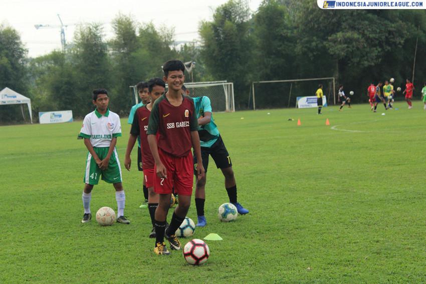 Muhammad Ferdi Lempar Senyum untuk Bagas Prayoga